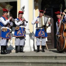 Nowe stroje i instrumenty Kapeli Ponidzie